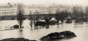 1876 zweithöchstes Hochwasser der Vereinsgeschichte - Bootshaus mit Uhrturm auf der Maininsel